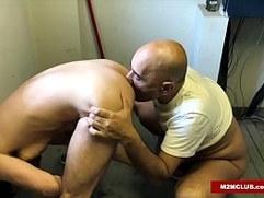 Arab Daddy Barebacking His Boi