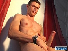 Jerome a very sexy gym guy gets wanked his hard long mamba cock by a guy !