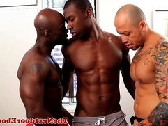 Interracial threeway with spitroasted guy